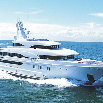 26550_01-phoenix mega yacht for sale cruising
