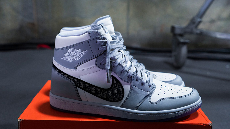 Dior-x-Jordan-1-High-OG-Grey-side